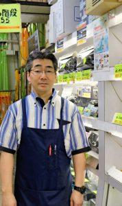 東京・秋葉原でハムショップを経営する加藤全博さん。時々アマ無線の電波も出している